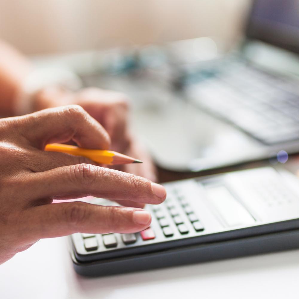 Si debes declarar el IVA, puedes hacerlo hasta el 31 de Octubre